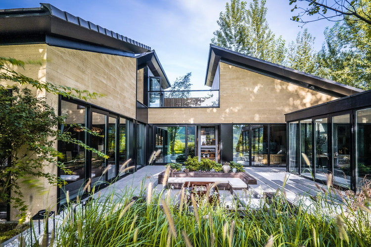 Courtyard House at the foot of the Great Wall  / IAPA Design Consultants
