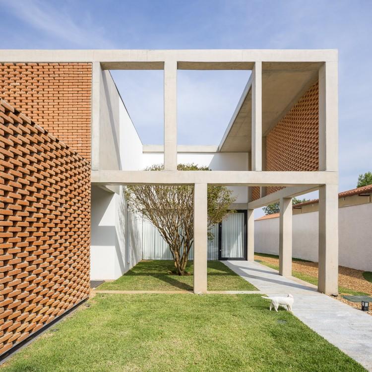 Grid House / BLOCO Arquitetos, © Haruo Mikami