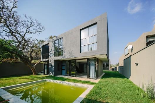 Casa granito / MMA Design Studio