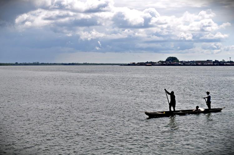 Estudiantes de ingeniería reciclarán plástico vertido al mar para restaurar palafitos en Colombia, Tumaco, Colombia. Image © Flickr user: Sol Robayo, bajo licencia CC BY 2.0