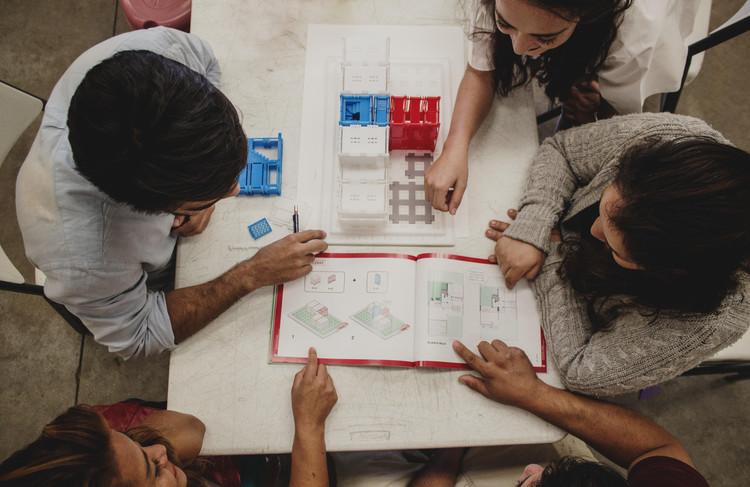 Armando Casas: un juguete educativo que introduce estrategias para la autoconstrucción progresiva de viviendas, © Pamela Daryl Hernández