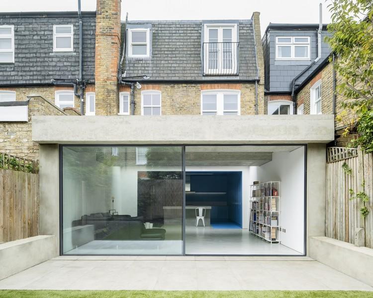 slab house bureau de change architects archdaily