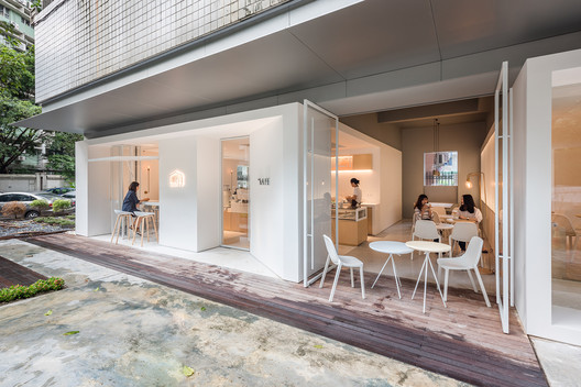 In and Between Boxes: Atelier Peter Fong / Lukstudio