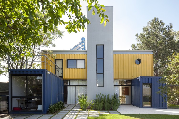 Casa container granja viana container box archdaily brasil for Casa in container
