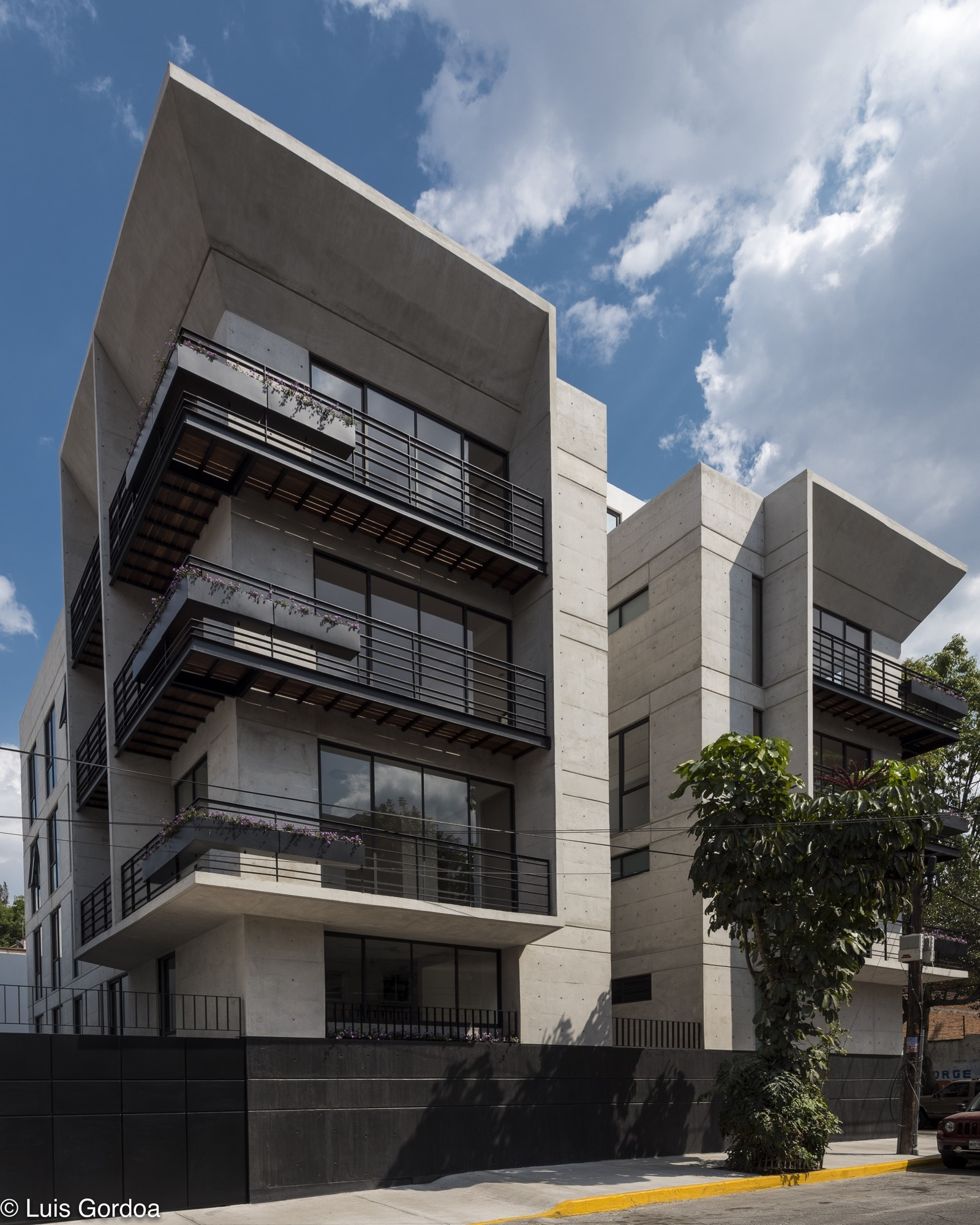 Mc20 vox arquitectura plataforma arquitectura for Fachadas de edificios modernos