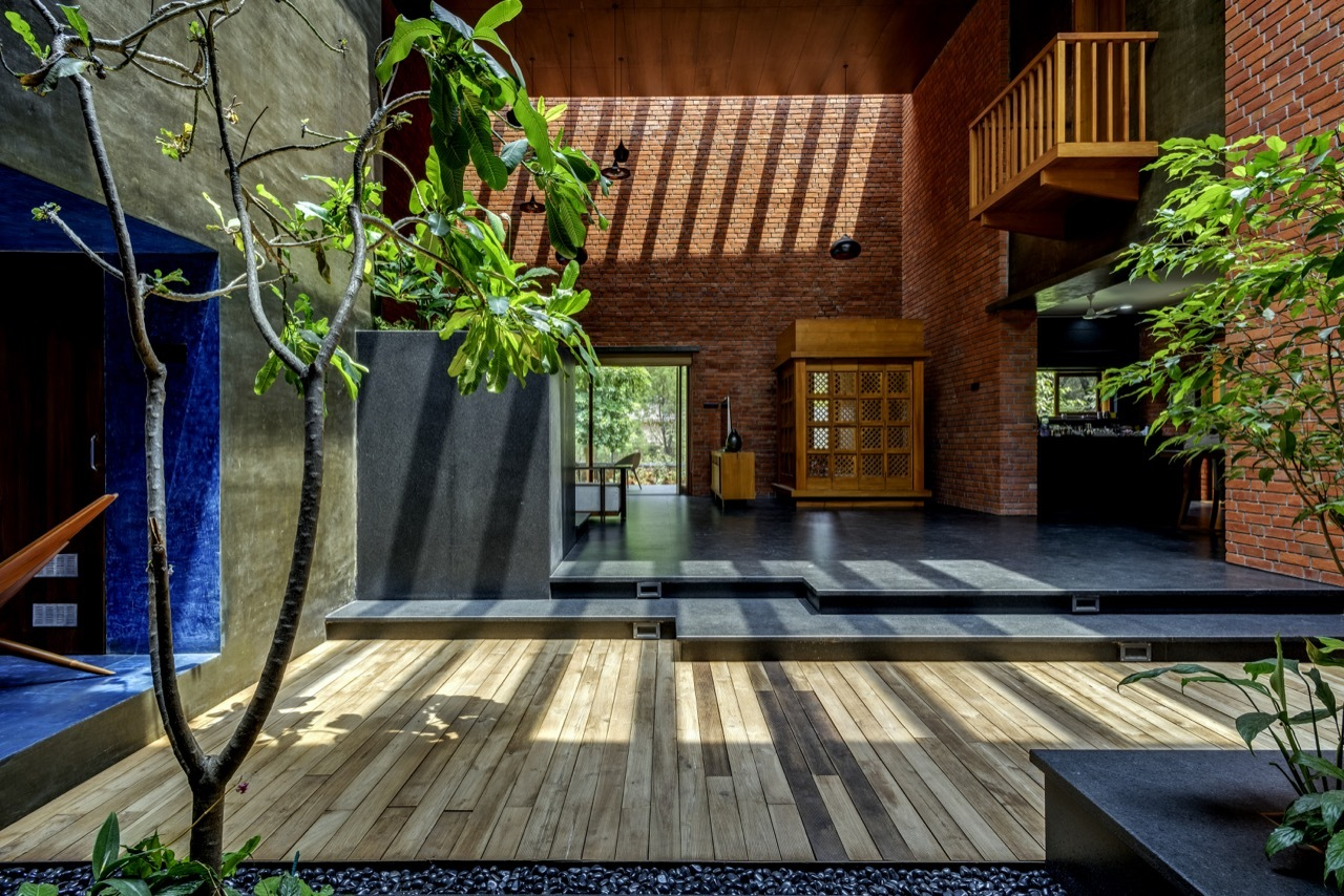 Brick house a for architecture archdaily for Architecture design for home in india free
