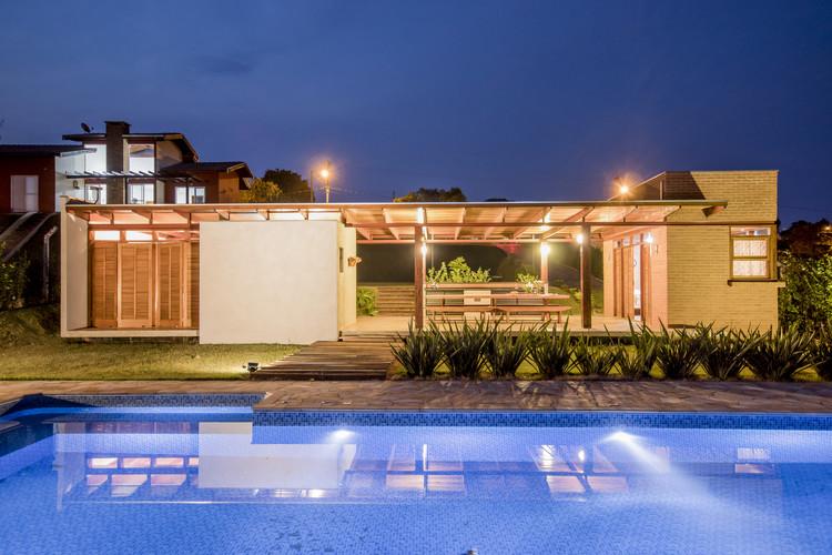 Casa Monte Belo  / Oficina Arquitetura e Design, © Douglas Rios
