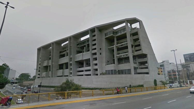La Megaforma fallida: el campus de la UTEC en Lima, Vista del Campus UTEC de Barranco desde el noroeste. Foto extraida del servicio Google Street View. Image © 2016 Google