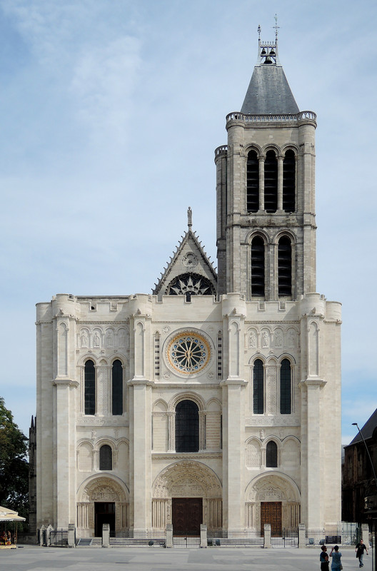 Clássicos da Arquitetura: Basílica de Saint-Denis / Abbot Suger, Fachada Oeste. Image © Wikimedia user Thomas Clouet (CC BY-SA 4.0)