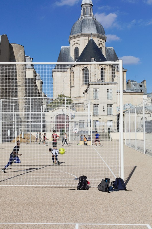 Physical Education Ground of Saint-Paul Gardens / NP2F, © Antoine Espinasseau