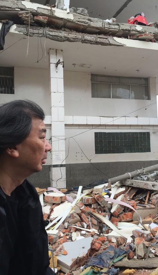 Mira aquí el documental sobre la visita de Shigeru Ban a Ecuador, luego del terremoto de abril de 2016, Cortesía de BAQ2016