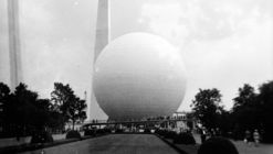 AD Classics: Trylon and Perisphere / Harrison and Fouilhoux