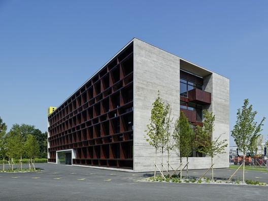 i+R Group Corporate Headquarters / Dietrich | Untertrifaller Architekten