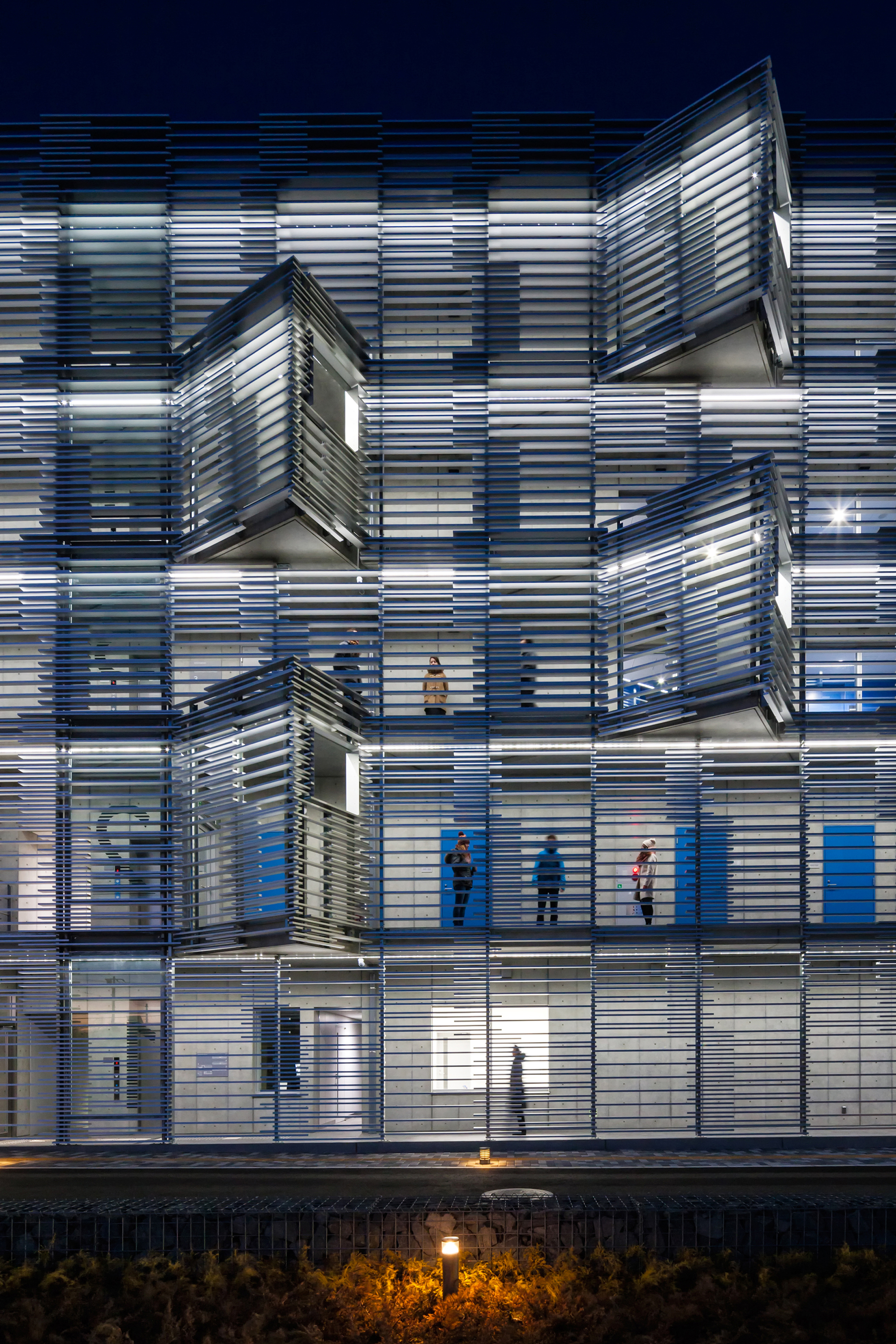 Dynamic Facade Architecture
