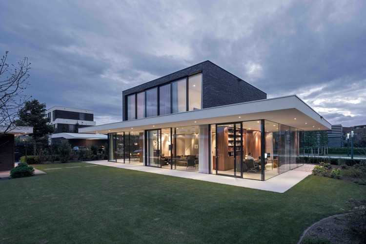 Villa cg powerhouse company archdaily for Cg home designs