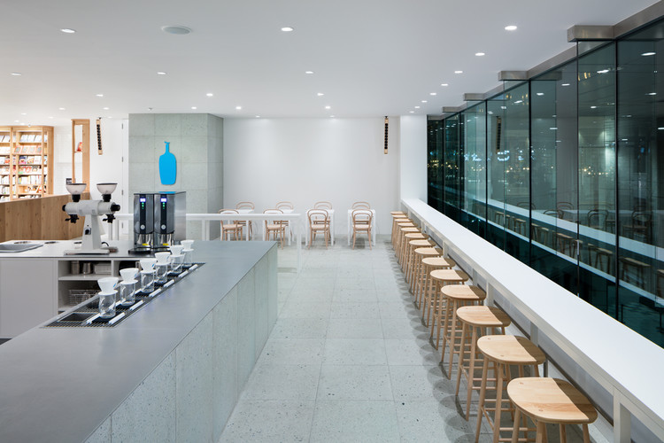 Blue Bottle Coffee Shinagawa / Schemata Architects, ©  Takumi Ota