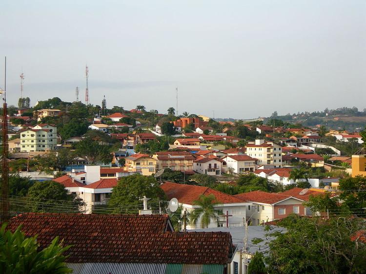 Infoviabilizando as primeiras cidades digitais do Brasil, Paisagem de Águas de São Pedro, Brasil. By Eduardo Shiroma (Agente Rolf). (Own work) [CC BY 2.5 (http://creativecommons.org/licenses/by/2.5)], via Wikimedia Commons