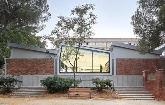Rehabilitación de la Biblioteca Montbau / OliverasBoix Arquitectes