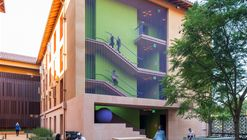 Residências Highland Hall na Universidade Stanford / LEGORRETA