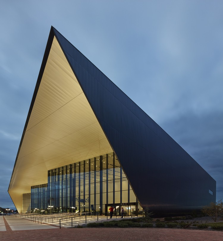 Owensboro-Davies County Convention Center / Trahan Architects, © Timothy Hursley