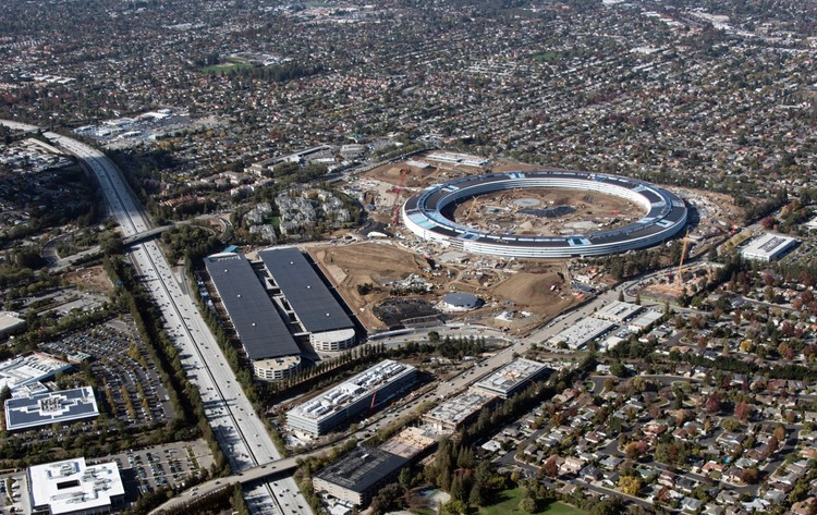 Finishing Touches Applied to Foster + Partners' Apple Campus 2, © Apple. Image via MacGeneration