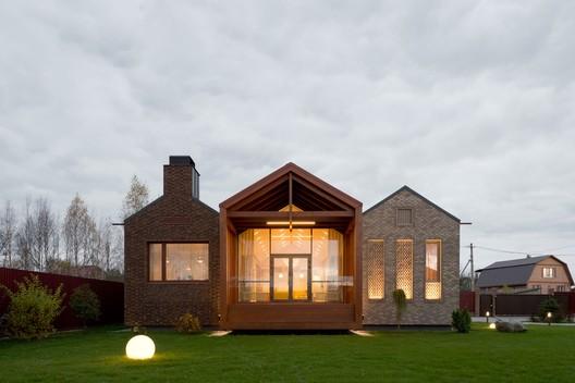 Shatura House / Le Atelier