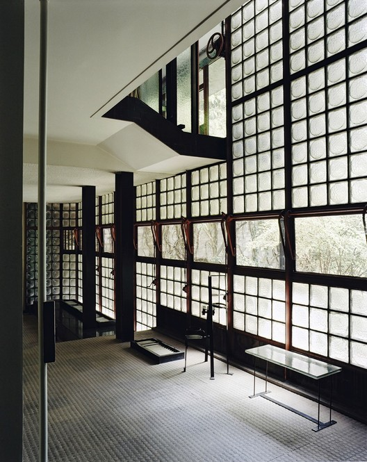"Dez coisas que você não sabia sobre o mestre modernista Pierre Chareau, Pierre Chareau, interior da Maison de Verre, 1928–32, Paris. Imagem © Mark Lyon. From the 2016 Organizational Grant to The Jewish Museum for ""Pierre Chareau: Modern Architecture and Design."""