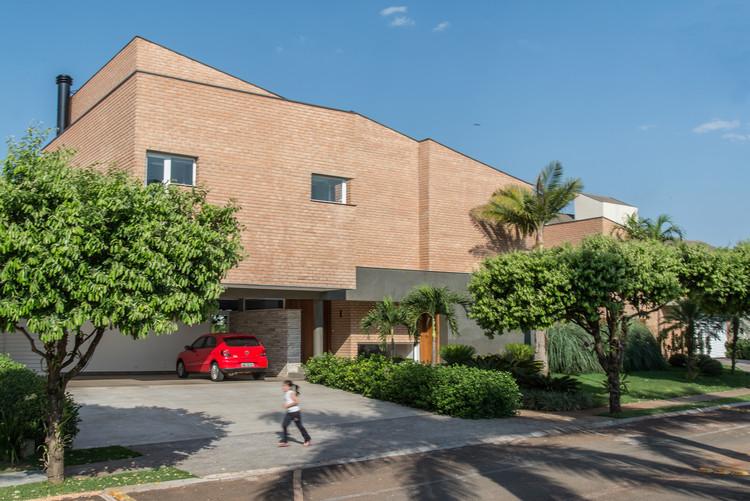 Casa de Tijolos / Verri & Galvão Arquitetos, © Lauro Rocha