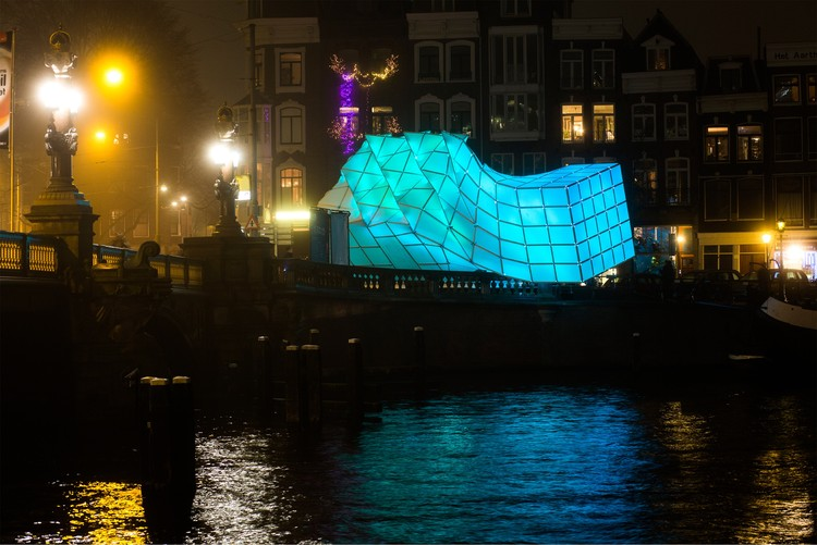 UNStudio + MDT-tex Erect Biomimetic Pavilion at the Amsterdam Light Festival, © Janus van den Eijnden