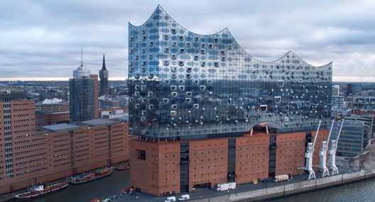 Fly Through Herzog & de Meuron's Hamburg Elbphilharmonie at 2 Different Speeds