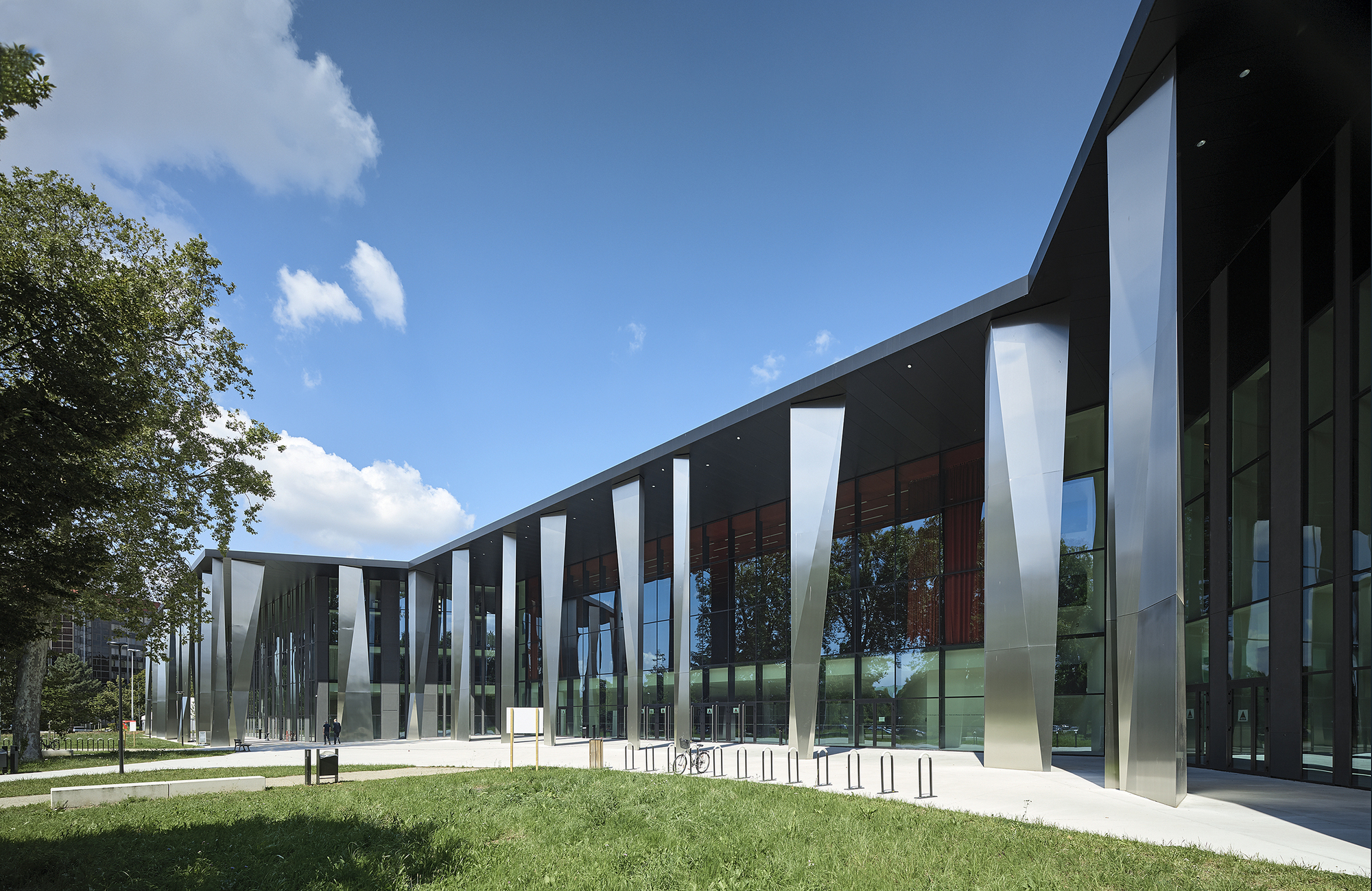 Gallery of convention centre strasbourg dietrich for Centre des impots nice exterieur