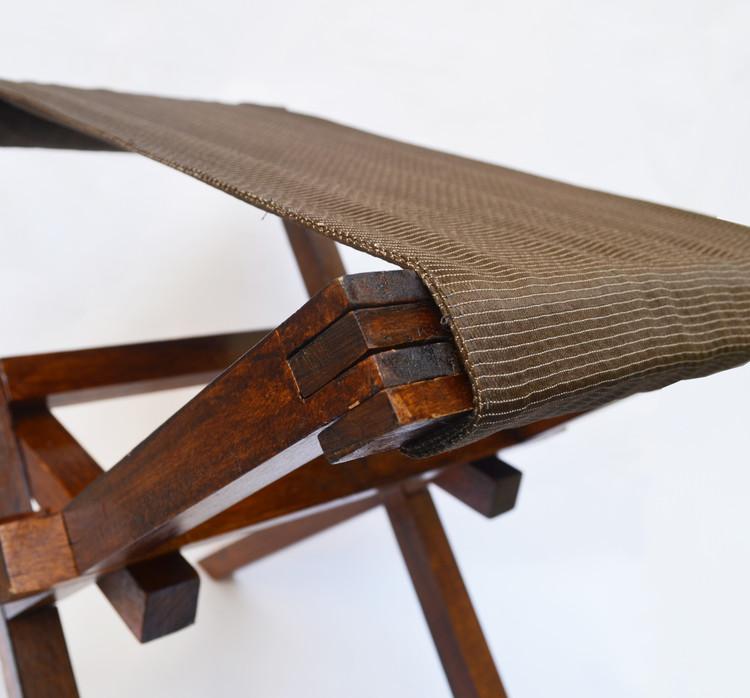 Carlos Valarezo y Nelva Reinozo reutilizan madera para construir mobiliario de uso cotidiano, © Ana Cristina Velez / Carlos Valarezo