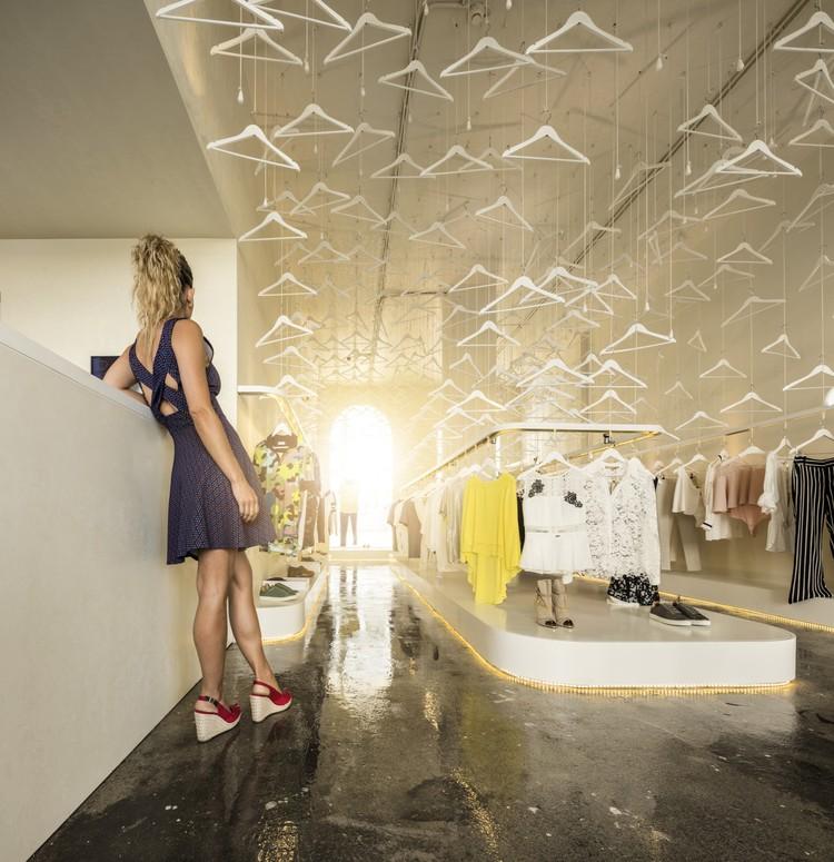 MR&MRS White Store / Paulo Merlini arquitetos, © Fernando Guerra | FG+SG