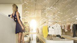 Tienda blanca MR&MRS / Paulo Merlini arquitetos