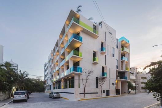 Sabor a Miel  / reyesrios+larraín arquitectos + Gabriel Konzevik