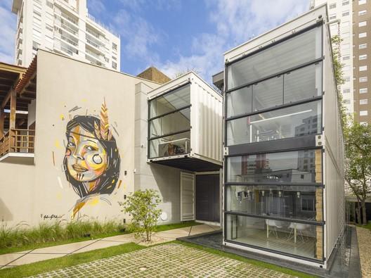 Container / Rodrigo Kirck Arquitetura
