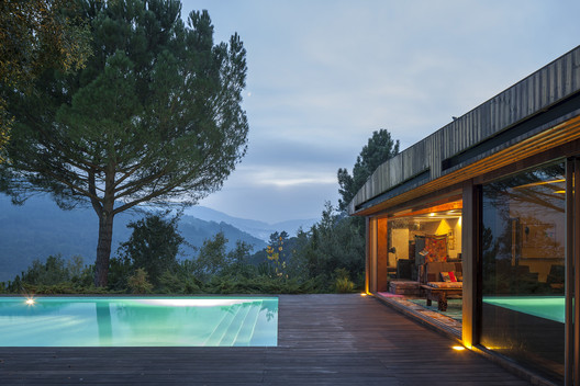 House in Douro Valley  / MJARC Arquitectos