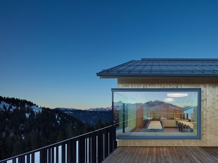 Restaurante Alpino Schmiedhof Alm / ARSP, © Zooey Braun