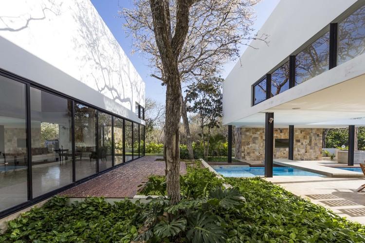 Hole 14 House / Javier Muñoz Menéndez, © David Cervera