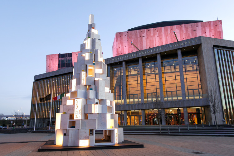 Hello Wood Creates Reusable Christmas Tree From Lightboxes in Budapest, © Balazs Turos