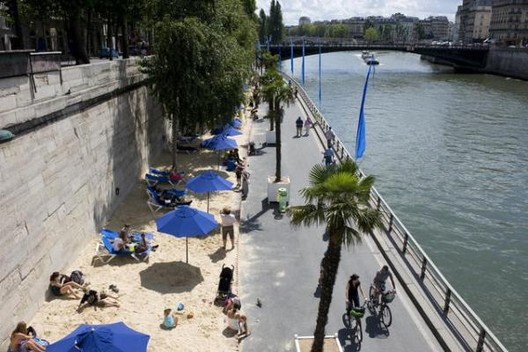 """A orla para as pessoas: Paris, Madri, São Francisco e Portland, """"As praias"""" de Paris. Image via The CityFix Brasil"""