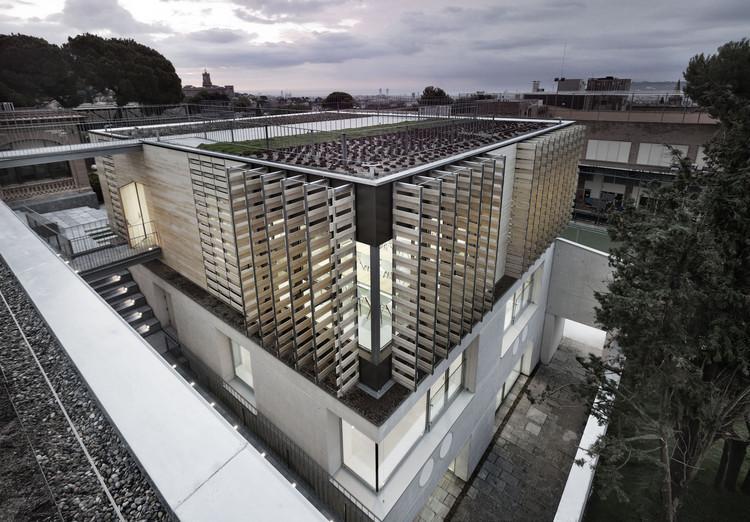 Edificio de Bachillerato Oak House School / Trasbordo Arquitectura ...