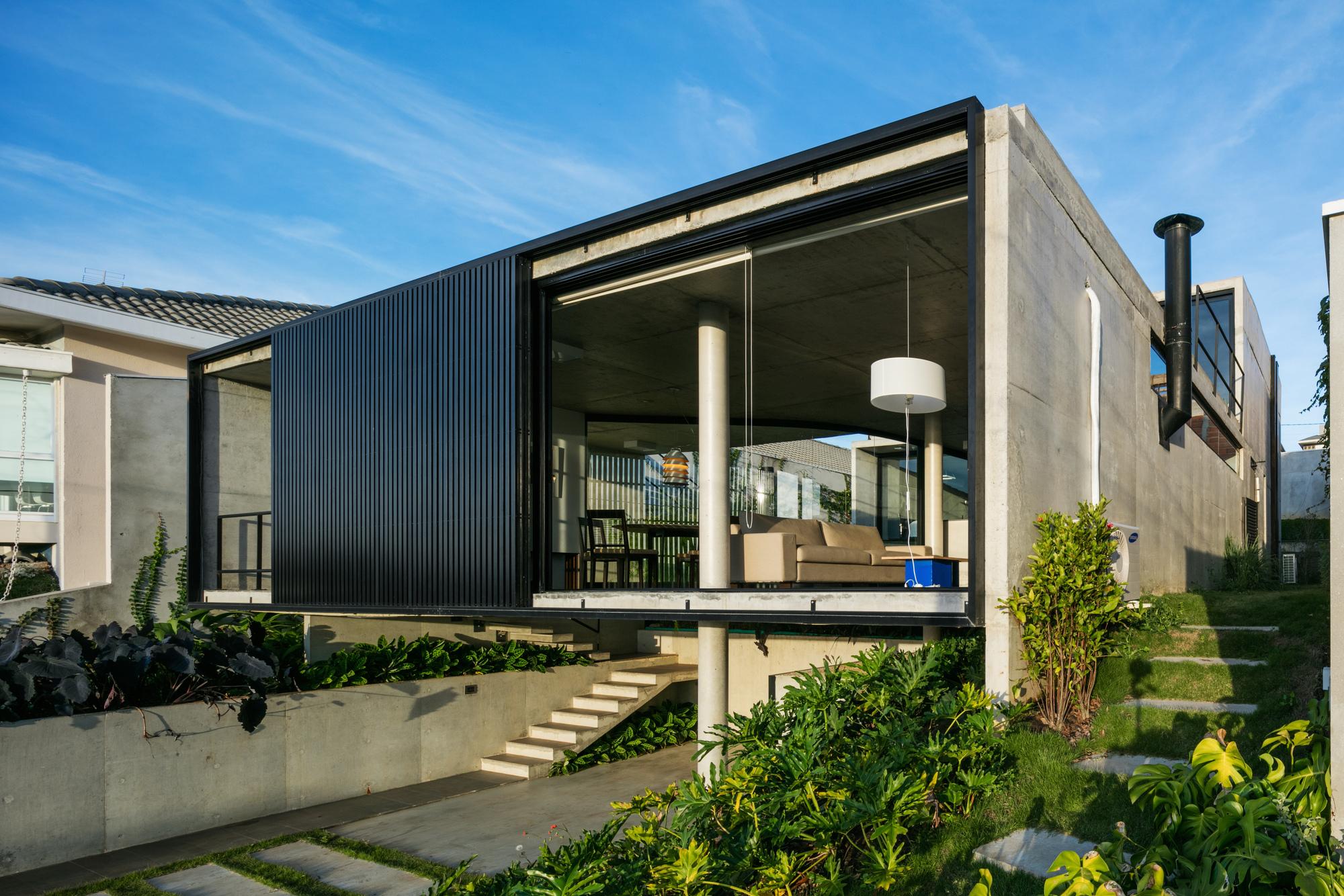 Galeria de casa lens obra arquitetos 6 for Casa moderna lecheria