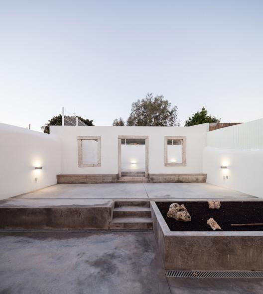 Projeto de requalificação transforma ruínas em uma casa, © Francisco Nogueira