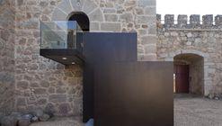 Reforma no Castelo da Coracera / Riaño+ arquitectos