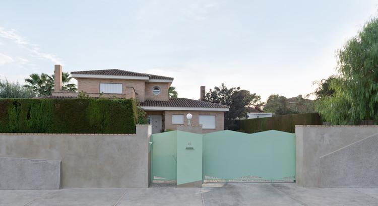 Una puerta para mis padres  / Genoveva Carrión Ruiz, © Nelohagen