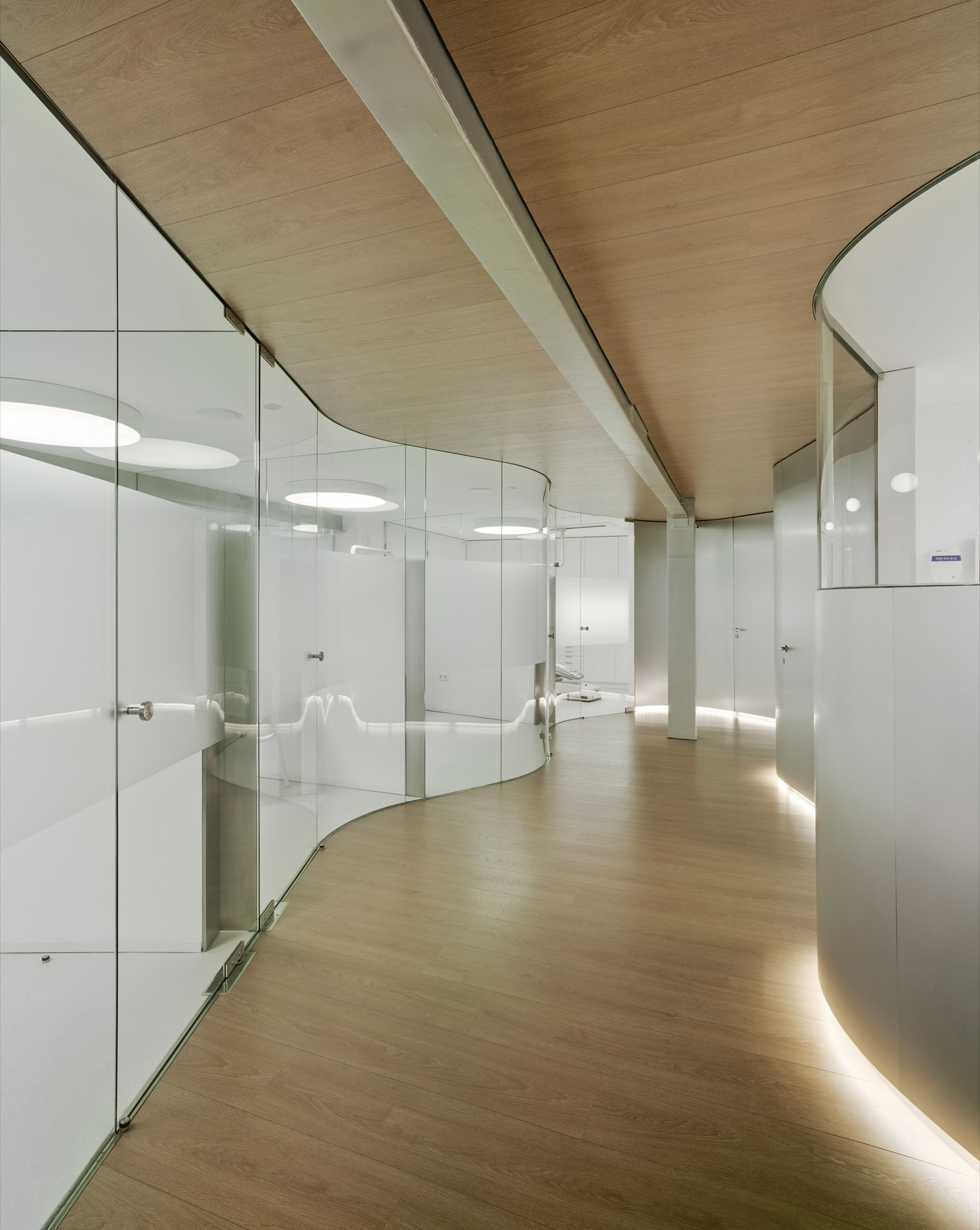 Cl nica dental milian jaime sepulcre bernad archdaily for Techos arquitectonicos
