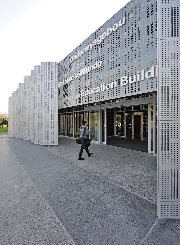 Gallery of Stellenbosch University Faculty of Medicine / MLB