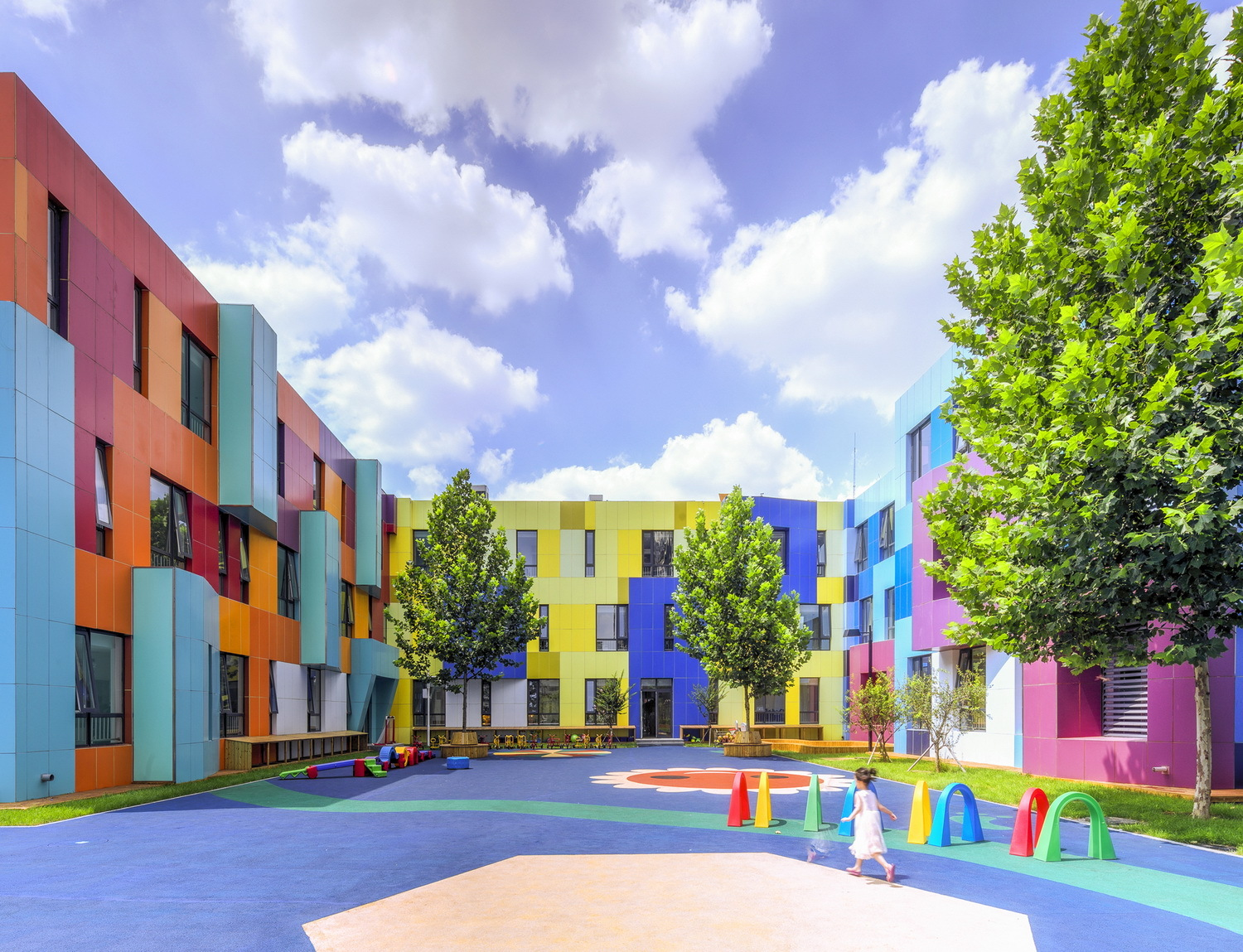 The paradise of color atelier alter archdaily for Building outside colour