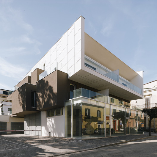 VGramsci Building  / Giovanni Vaccarini Architects